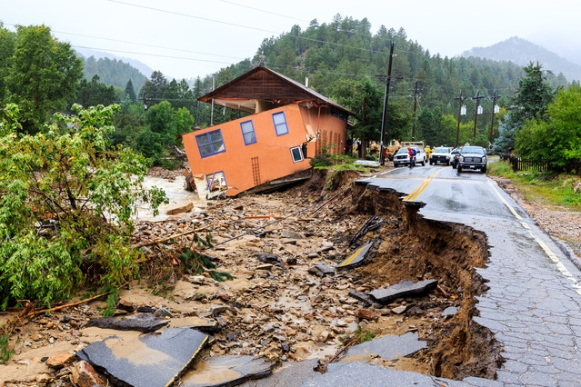 Flooding from heavy rains damaged Boulder, Colorado, in September 2013—one of several extreme events examined in the collaborative report. (Source: S. Zumwalt, FEMA)