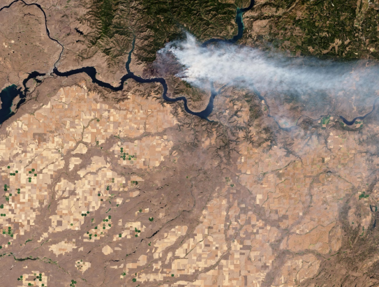 Williams Flats fire approaching the north bank of the Columbia River